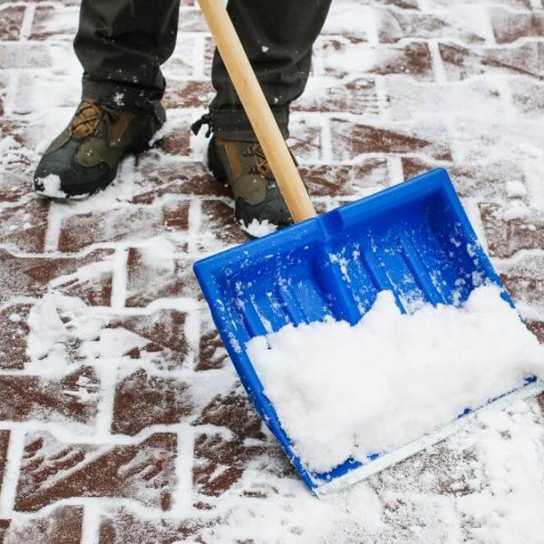 Odpratávanie snehu z chodníkov Bratislava TopClean