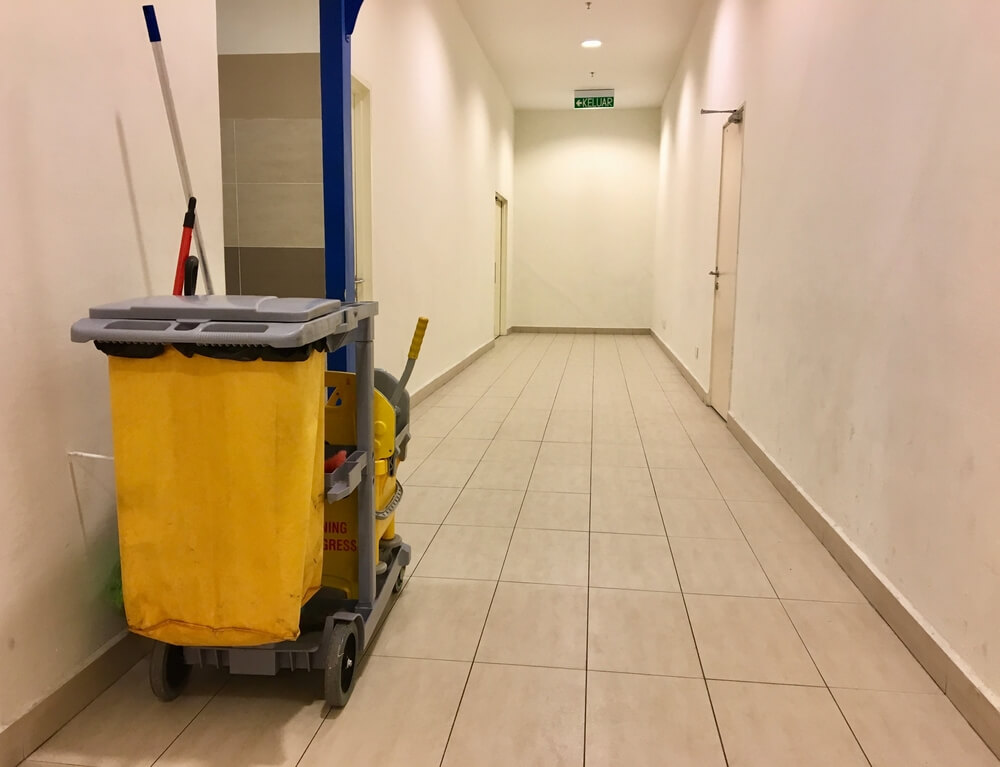 Upratovanie bytových vchodov Bratislava TopClean